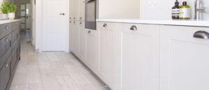 Hvit tre kjøkken