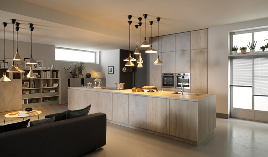 kjøkken i lys eik